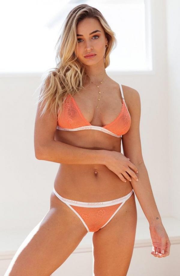 Madi Edwards Sexy Topless Photos 177