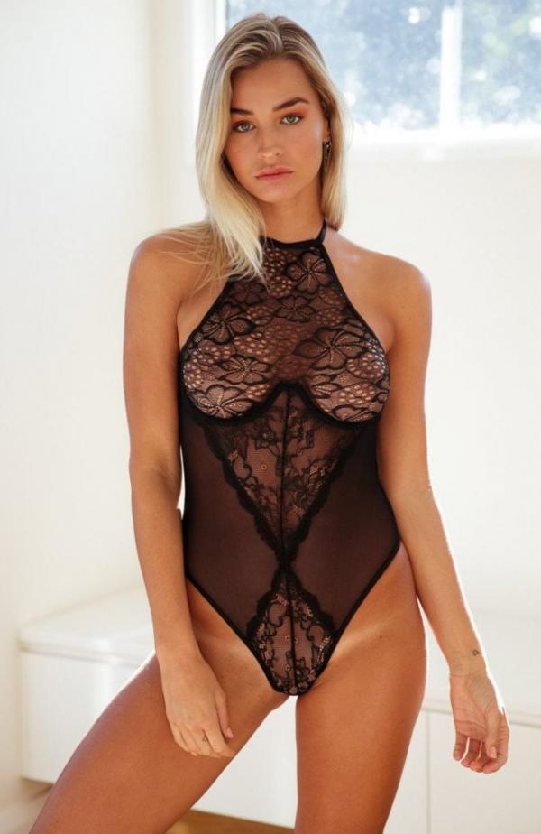 Madi Edwards Sexy Topless Photos 191