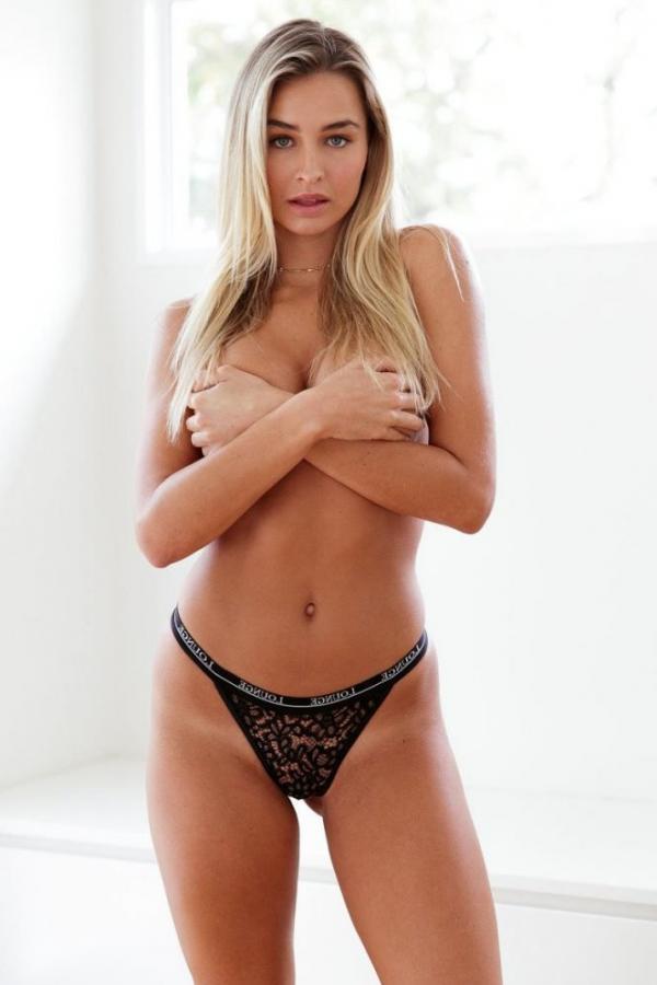 Madi Edwards Sexy Topless Photos 25