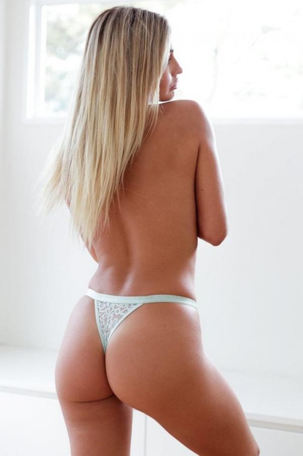 Madi Edwards Sexy Topless Photos 26