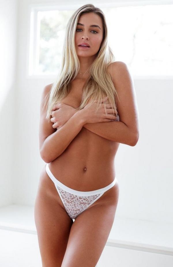 Madi Edwards Sexy Topless Photos 30