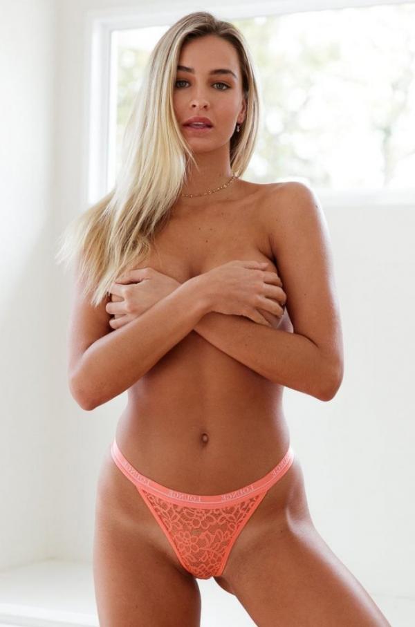Madi Edwards Sexy Topless Photos 31