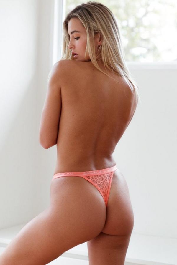 Madi Edwards Sexy Topless Photos 32