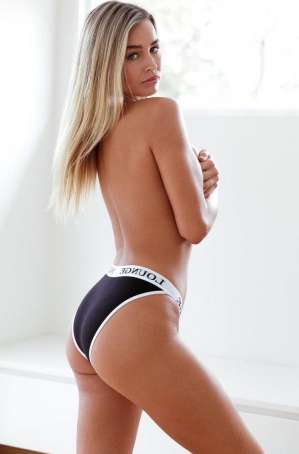 Madi Edwards Sexy Topless Photos 35