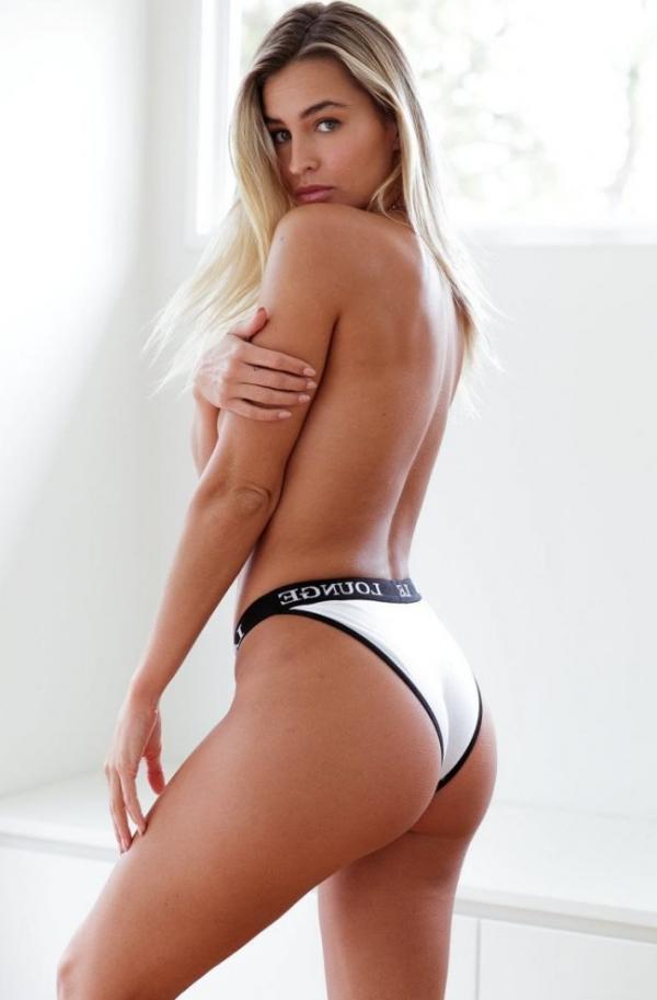 Madi Edwards Sexy Topless Photos 36