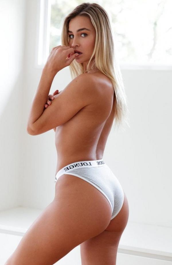 Madi Edwards Sexy Topless Photos 39