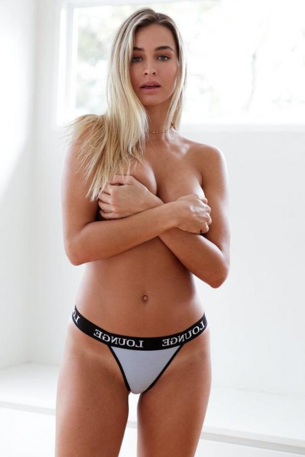 Madi Edwards Sexy Topless Photos 62