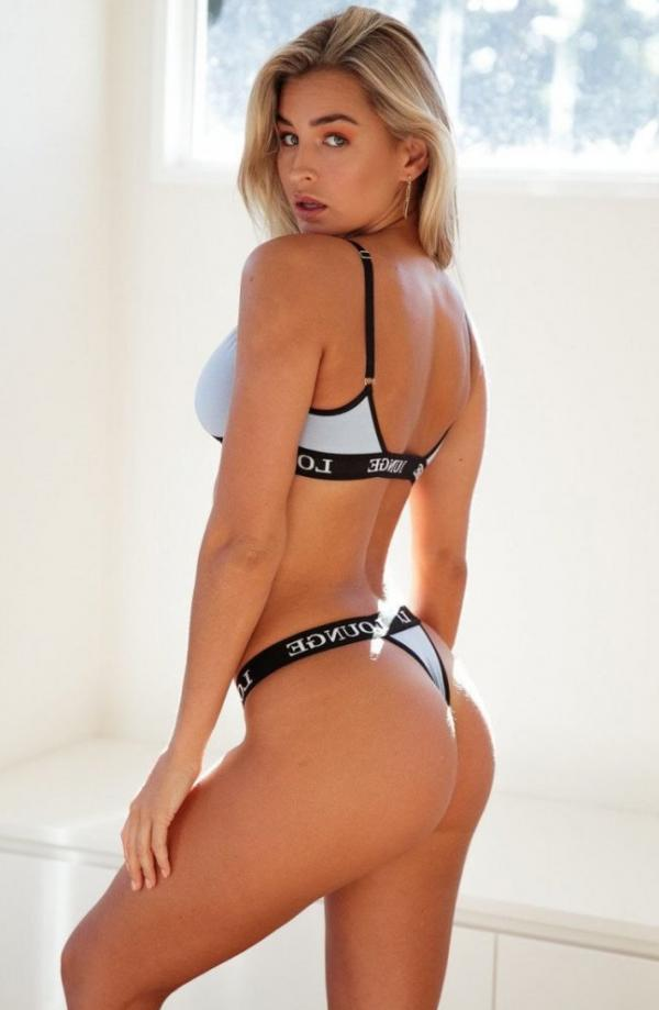 Madi Edwards Sexy Topless Photos 72