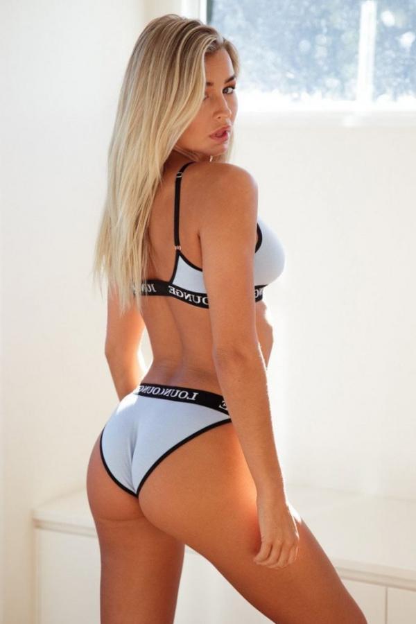 Madi Edwards Sexy Topless Photos 98