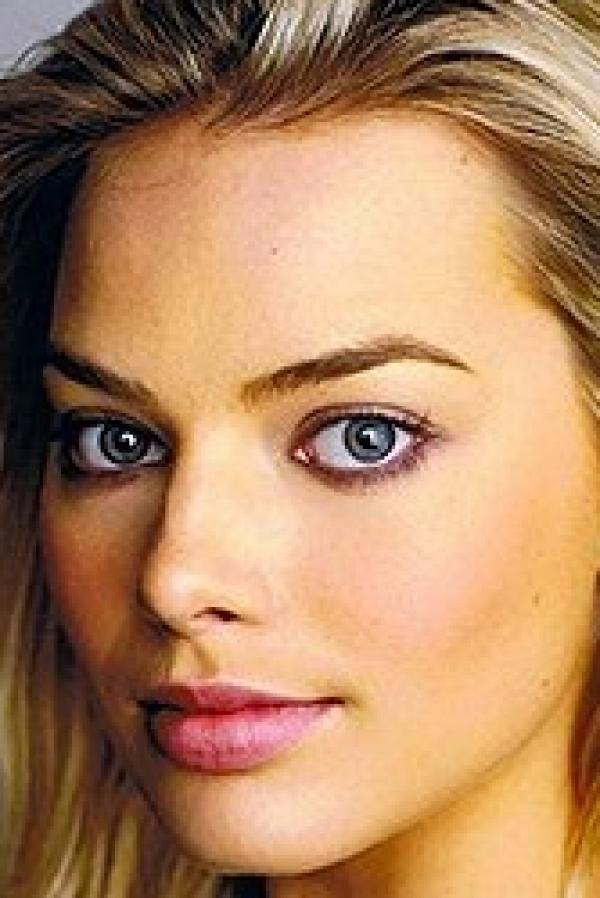 Margot Robbie Nude and Sexy 2