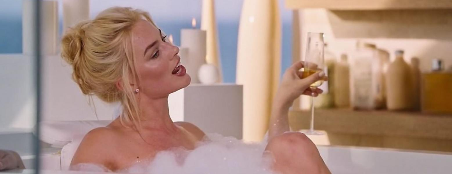 Margot Robbie Nude and Sexy 21