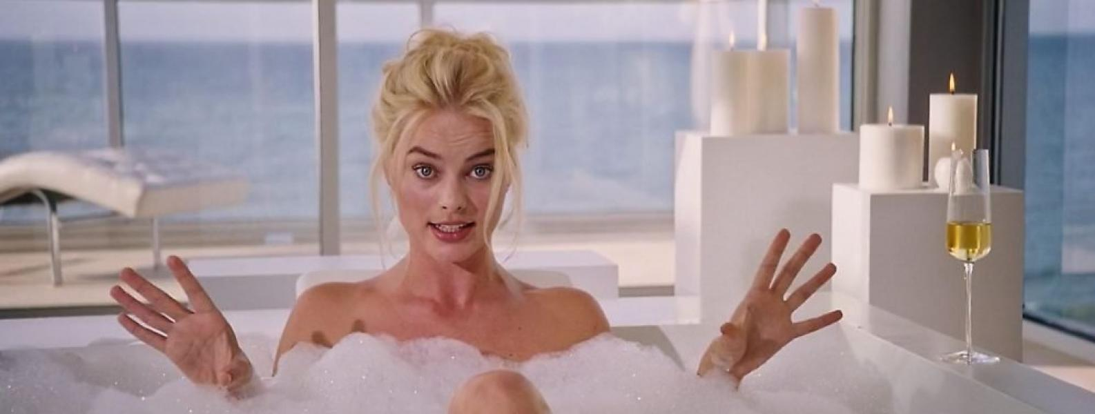 Margot Robbie Nude and Sexy 22