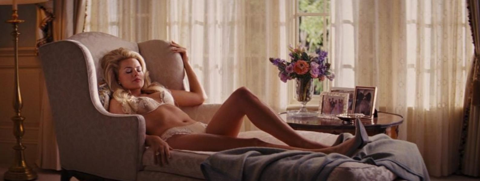 Margot Robbie Nude and Sexy 3