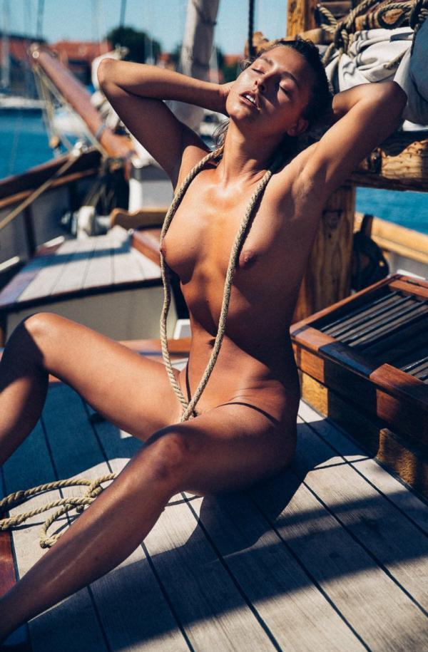 Marisa Papen Naked 11
