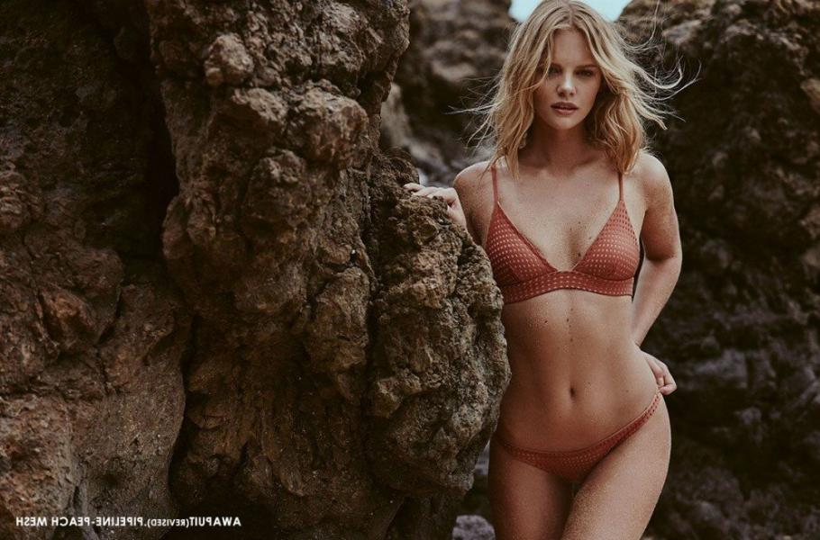 Marloes Horst Sexy and Topless 22
