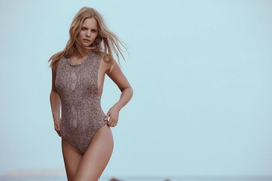 Marloes Horst Sexy and Topless 34