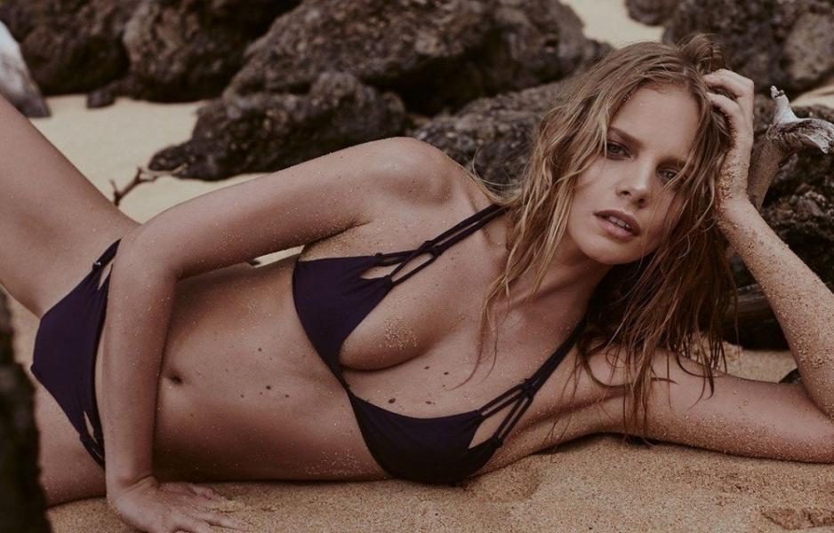 Marloes Horst Sexy and Topless 44