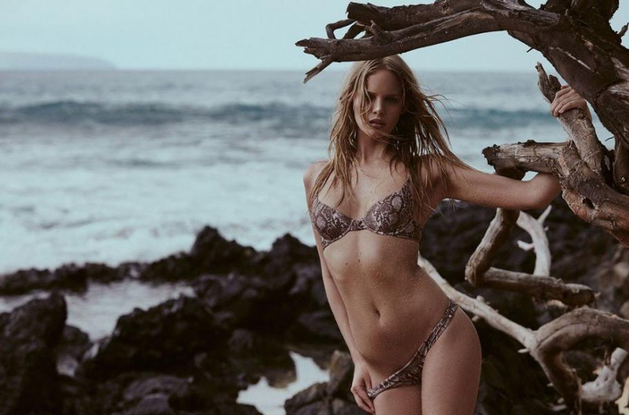 Marloes Horst Sexy and Topless 6