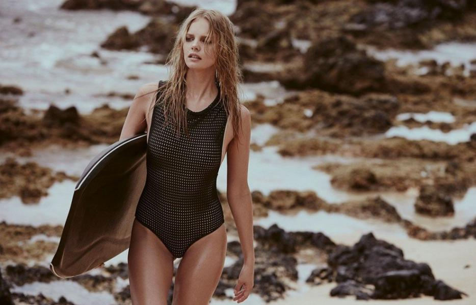Marloes Horst Sexy and Topless 8